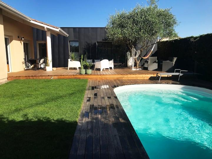 Maison avec piscine et terrasse, idéalement située
