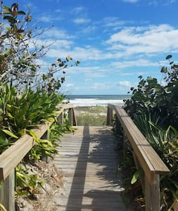 Oceanfront Surfers Paradise Condo For Beachlovers