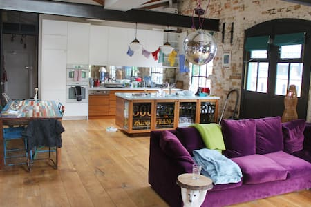Retro Old Factory Apartment in Shoreditch - London - Apartment