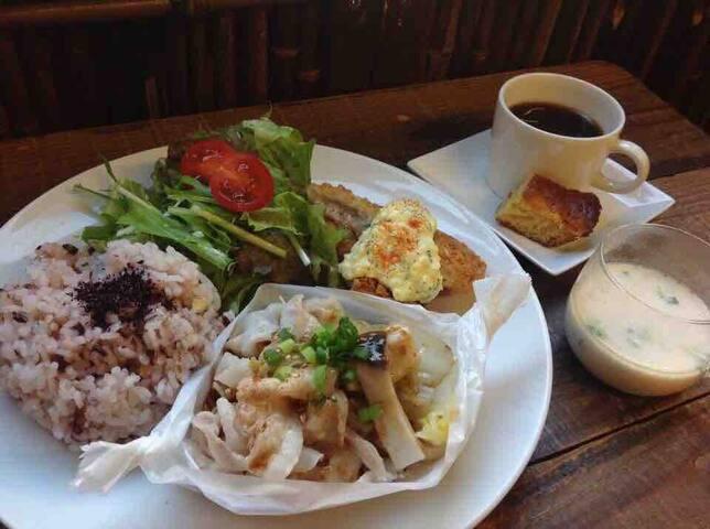 町家カフェと併設!一泊一食つきです!駅近で便利な立地(o^^o)宿泊税も込みでわかりやすい設定です。