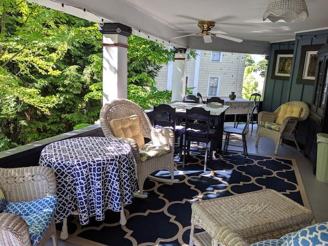 Gorgeous porches: Collingwood at Chautauqua Apt 4