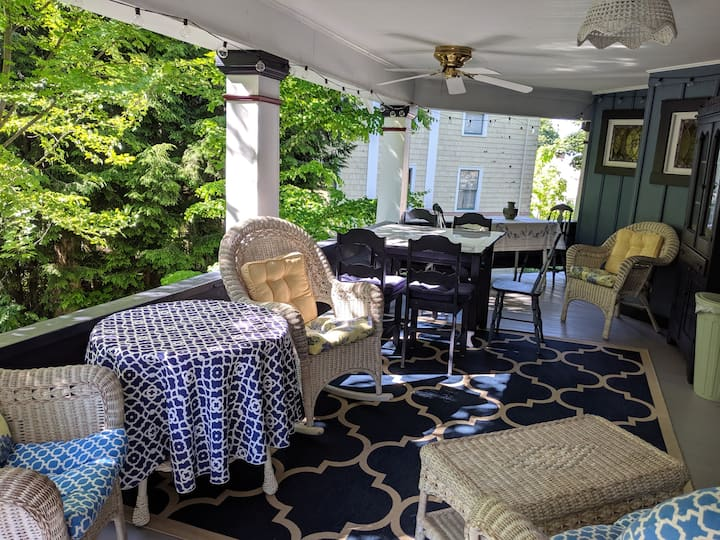 Gorgeous porches: Collingwood at Chautauqua Apt 4