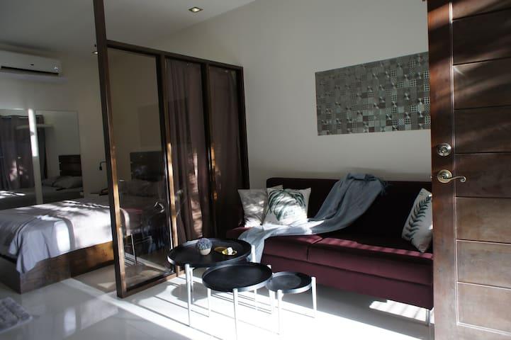 客厅/Living Area