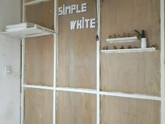 Simple White  Room - Home Homestay