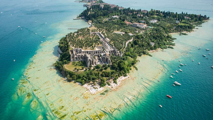 THE BEAUTY IN SIRMIONE