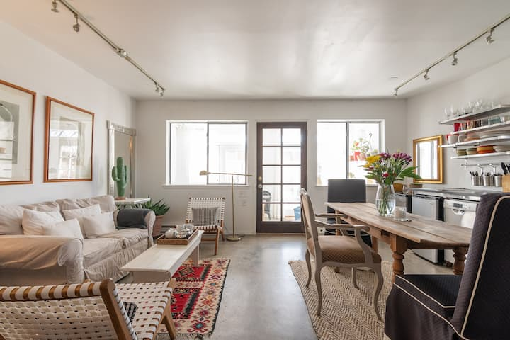 One of a Kind: Central Location 6 Mins to Plaza