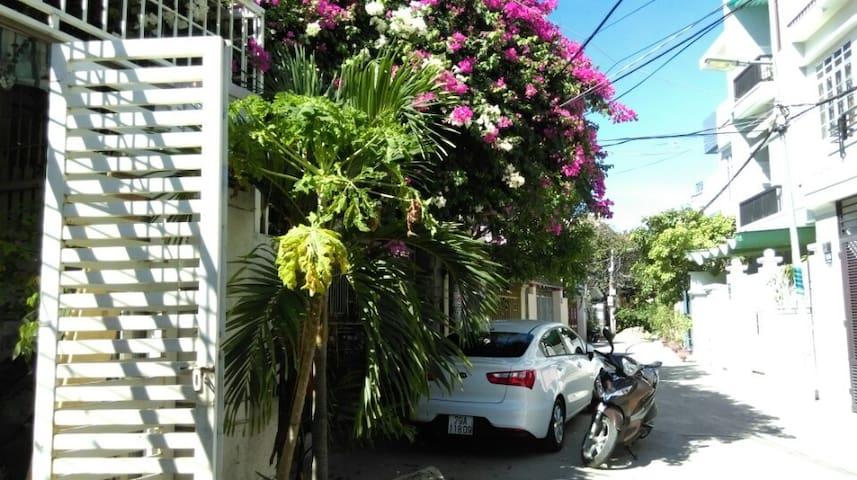 位于Tran Tran Phu 街附近.独立,宁静的地区,离漂亮的芽庄海滩50米 - Thành phố Nha Trang - Hus
