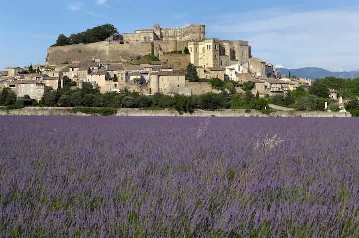La Charme, au pied du Château de Grignan