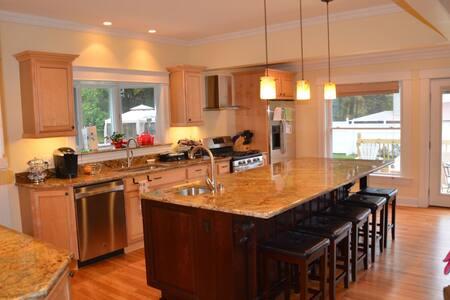Newly renovated cure cottage. Sleeps 8+ - Saranac Lake - Haus