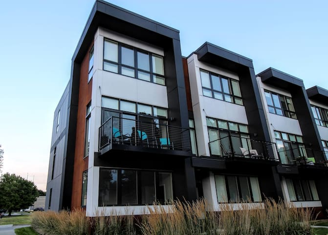 Modern Townhome in Perfect Location