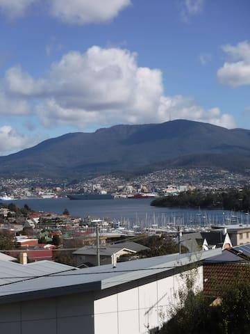 Stunning Hobart Views-8 mins to CBD+ WiFi &Netflix - Bellerive - House