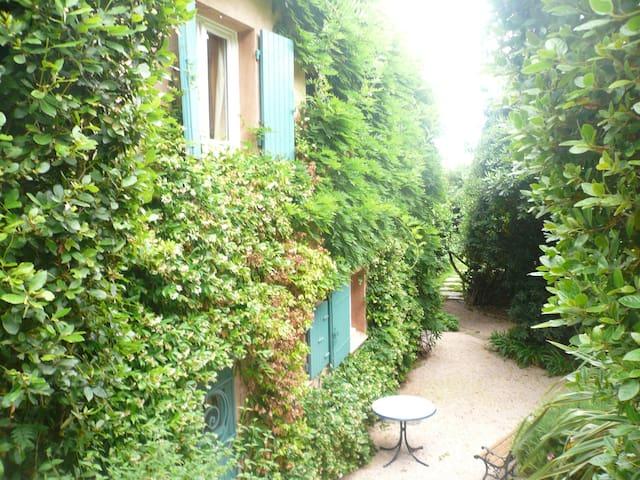 Petite maison dans un grand jardin - Rayol-Canadel-sur-Mer - House