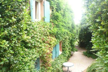 Petite maison dans un grand jardin - Rayol-Canadel-sur-Mer