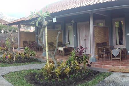 Ode guest house and restaurant - Gerokgak - 家庭式旅館