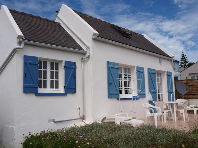 Coquette petite maison terrasse vue mer