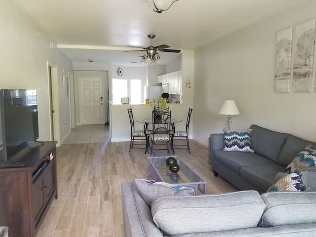 LELY RESORT, FL UPDATED 2BR 1ST FL CONDO POOL VIEW