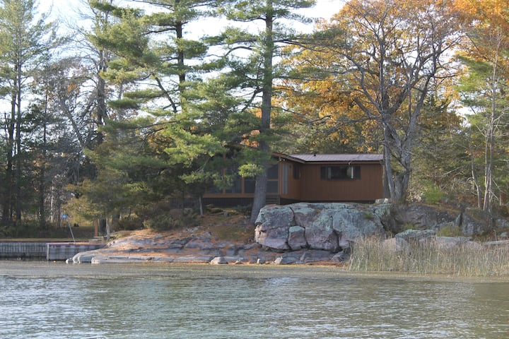 Beautiful 1000 Islands cedar cottage with a view