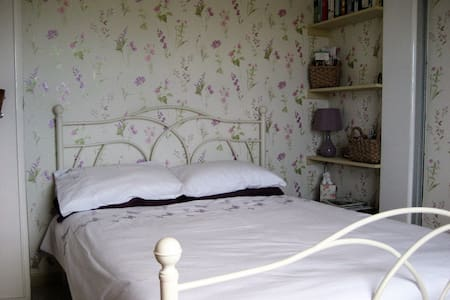 YORK Pretty room in country village - York - Huis