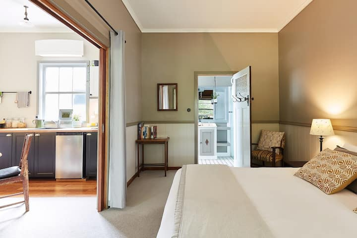 Forrest Guesthouse, Barwon Suite, King bed or twin singles, plus sofa bed/trundle