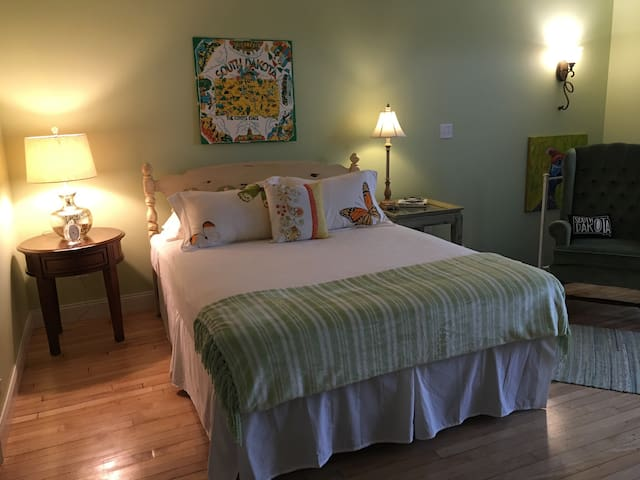 Lovely PrivateRoom in Loft Downtown