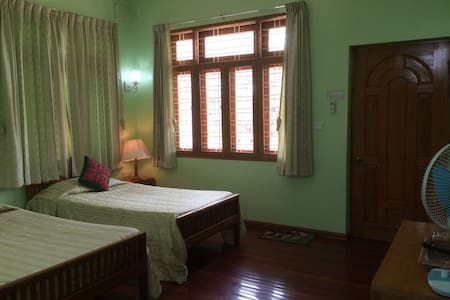 Ma Ma Guest House Room 201 - Mandalay - Szoba reggelivel