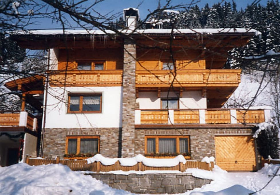 Das Haus im Winter - FW Erdgeschoß 1. Stock: FW 90m² + FW 45m²