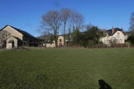 L'Huis Aron boerenhuis  in De Morvan