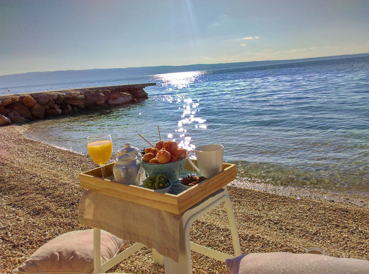 We recomend breakfast on the beach, just in front of apartment