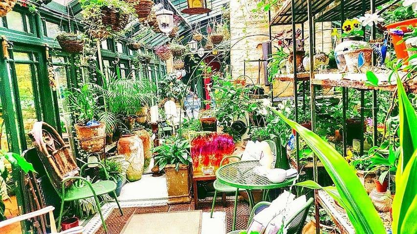 "Magic Garden Mews House ""Portobello road market"""