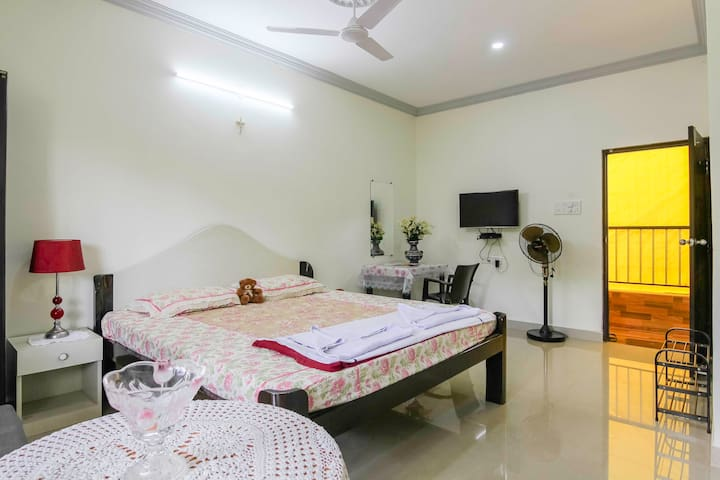 Spacious Private room1 for 3 Near Calangute beach
