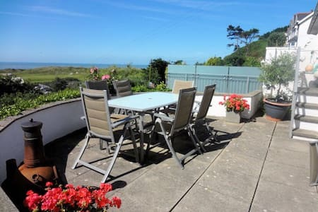 Aberdyfi cottage with Sea Views - Aberdovey