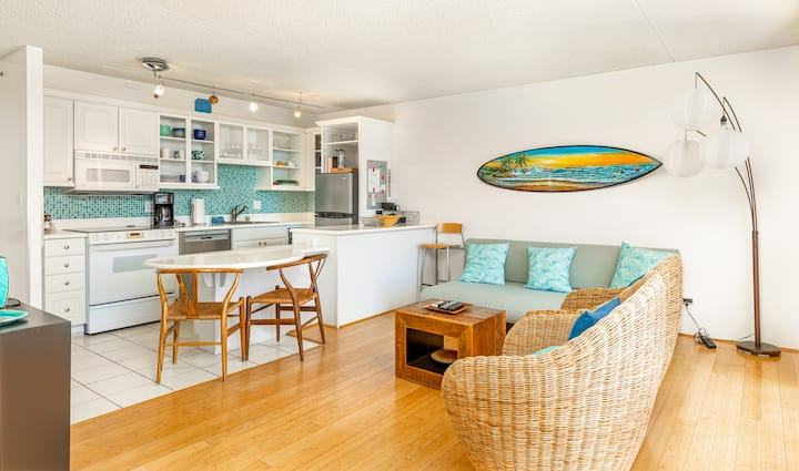 Professionally Sanitized*Waikiki Beach Condo Ocean Views+Parking+Full Kitchen - Waikiki Banyan Ocean 1 BDR on 10th Floor
