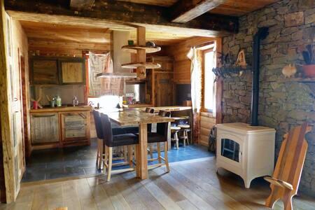 60 m2 familiale, atypique , chaleureux,montagnard