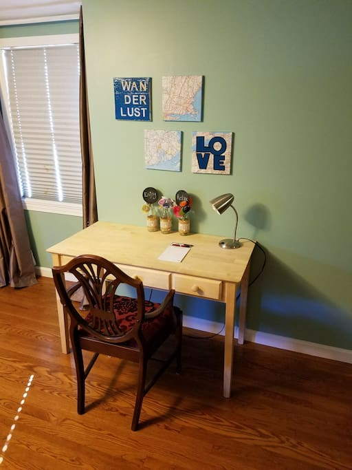 Desk with desk lamp for writing and/or working