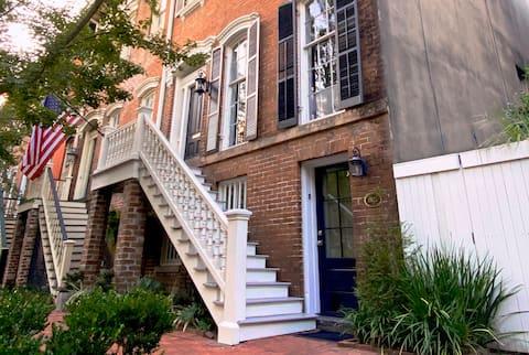 Historic District Garden Apartment at Forsyth Park