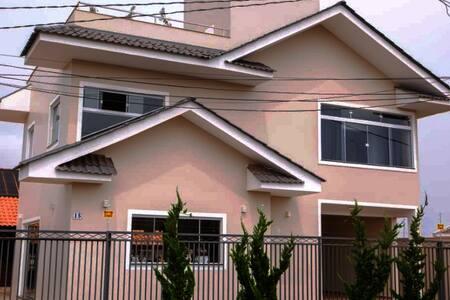 Apartamento com deck em Sobrado a 1,5 km do centro