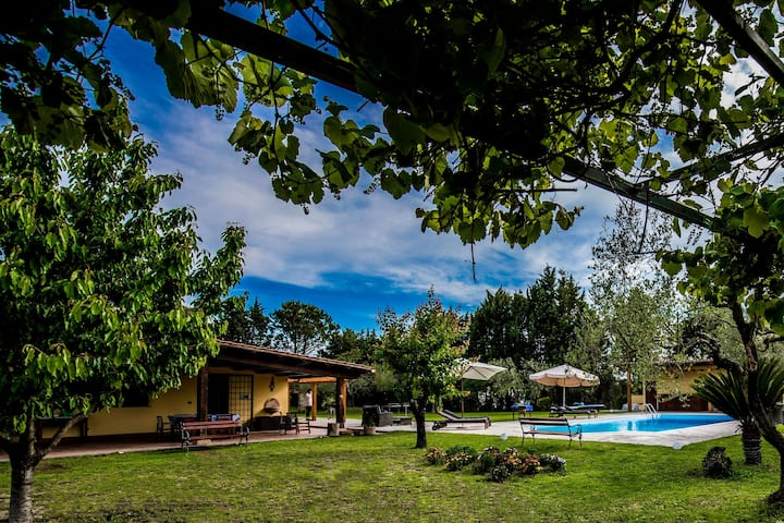 Charming Suite inVilla with pool close to the City
