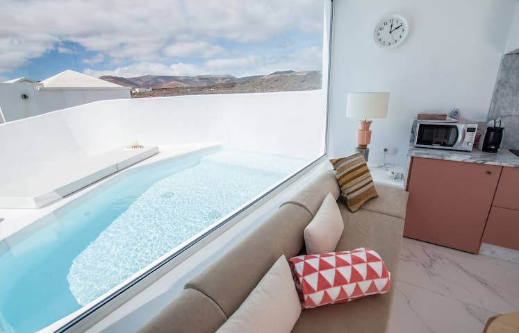 Aqua Blanca 2 Boutique Apartment with private splash pool