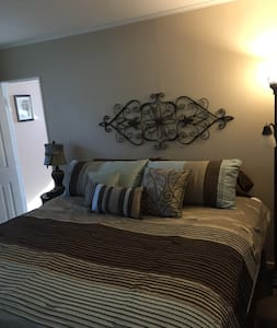 Comfy King room in Village of Lewiston - Lewiston - Hus
