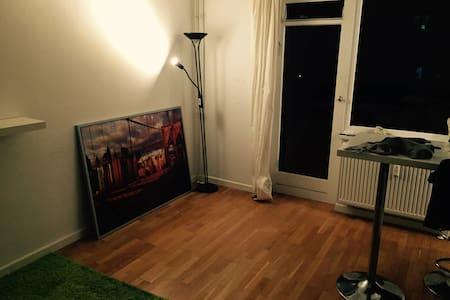 Funktionelle 1-Zimmerwohnung mit großem Balkon - Hamburg - Apartment