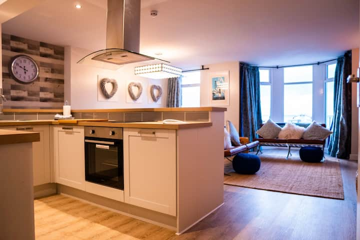New 2bed central luxury apartment, sauna, sea view