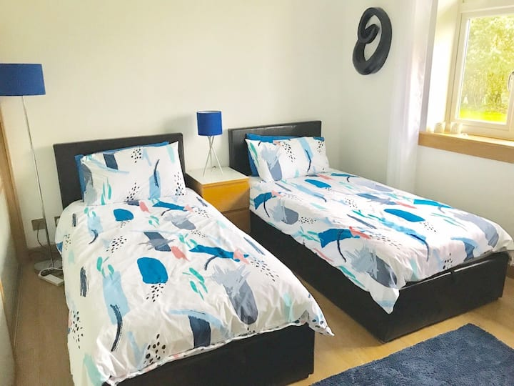 Glasgow/Lenzie - Twin Bedroom, private bathroom