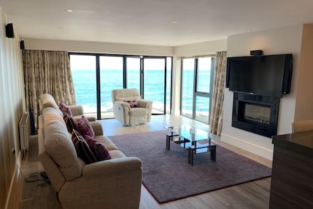 Luxurious Sea View 3 bed Apartment
