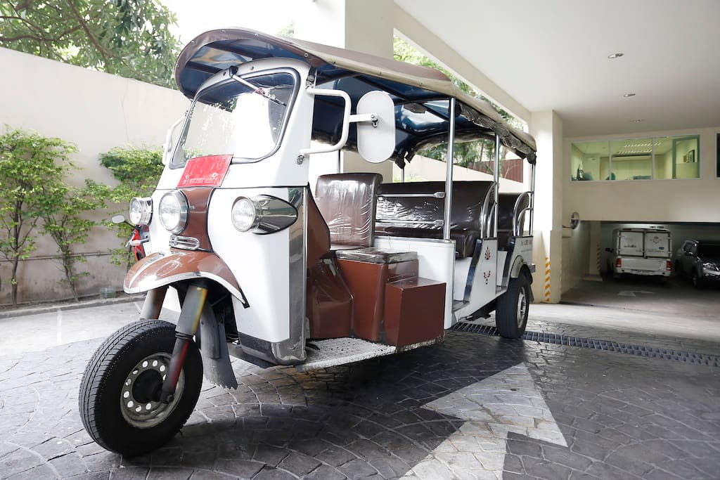 Inclusive shuttle Tuk Tuk service to take you to the closet sky train station (BTS Thonglor) and nearby attractions around Thonglor and Ekkamai area