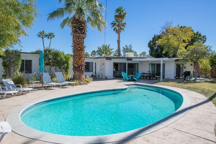 Beautiful 4BR Mid Century with Mountain View!