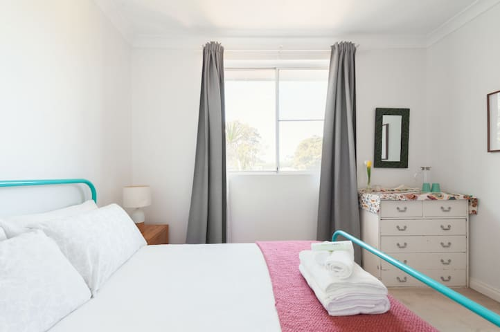 Pretty bedroom with access to Main Bathroom
