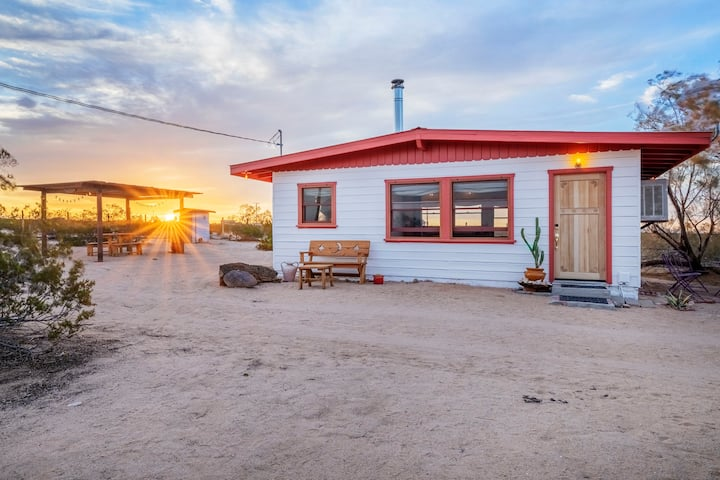 Private, peaceful cabin in North Joshua Tree