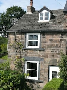 Pat's Cottage is a self catering 18C cottage.