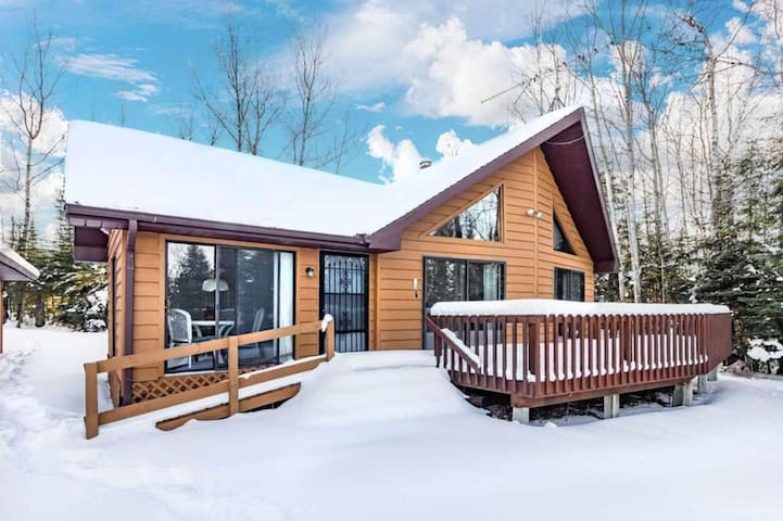 Beautiful Updated Cabin! Great Views Of Lake!