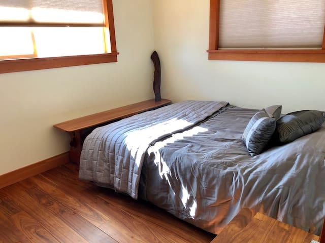 South bedroom - Queen bed.